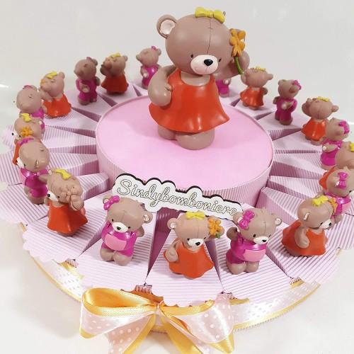 Torta con 20 bomboniere nascita bambina, tema orsetto, con confetti