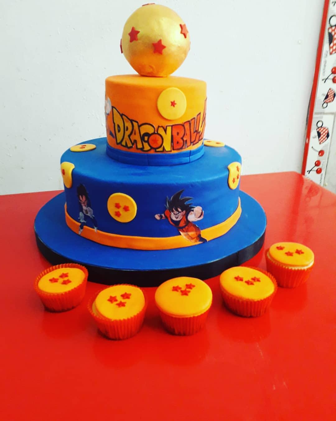 Torta Dragon Ball con cup cake e muffin